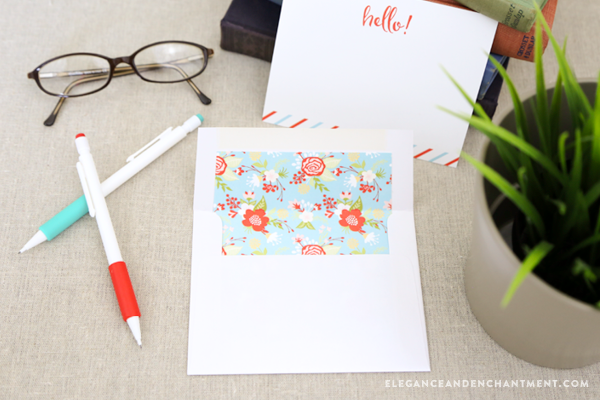 Send your mail in style! Download these free printable envelope liners in four pretty floral designs. Easy to print, trim out attach to the inside of your envelopes. Keep them for yourself, or create a set to gift to a friend! // Design from Elegance & Enchantment