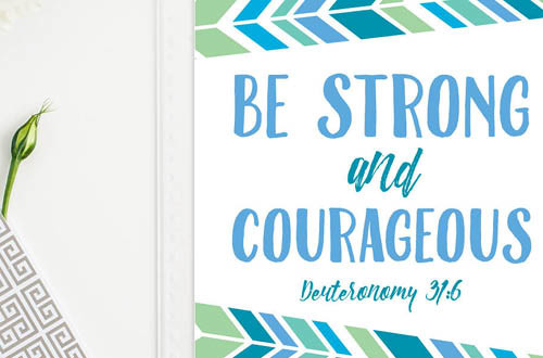 Your weekly free printable inspirational quote from Elegance and Enchantment! // Be strong and courageous. // Simply print, trim and frame this quote for an easy, last minute gift or use it to update the artwork in your home, church, classroom or office. #enchantingmondays
