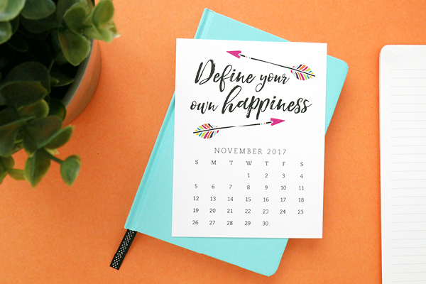 Pretty your workspace with this free printable calendar card for November 2017. New calendars are released every month! // Design from Elegance and Enchantment.